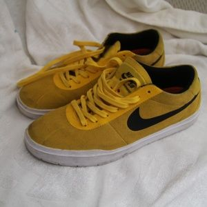 Yellow Suede Men's Nikes size 8